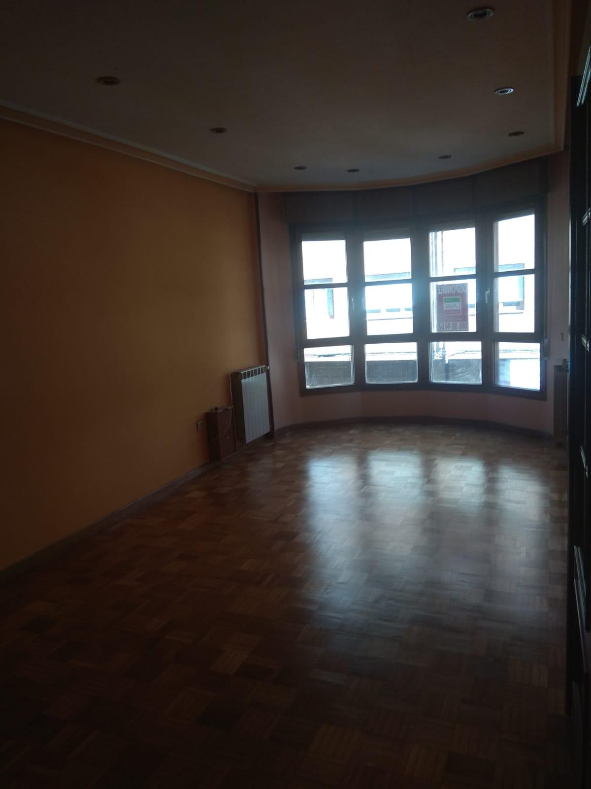Amplio piso en Sama – Lucio Villegas