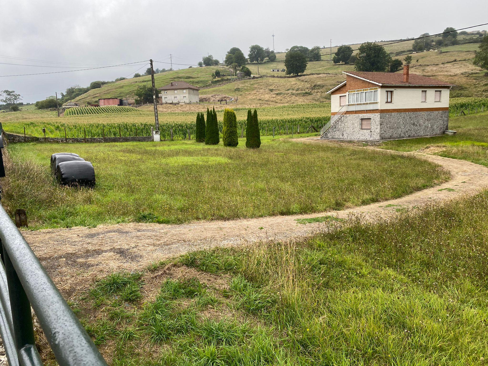 Casa independiente con finca – Sariego – Siero
